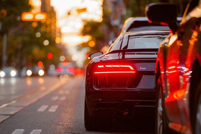 Haftungsabwägung: Vorbeifahren an einem Hindernis vs. Überholen